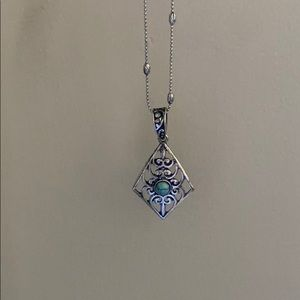 NWOT Beautiful pendant necklace